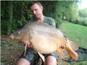 Raymond with a 16kg mirror from Trois Fontaine